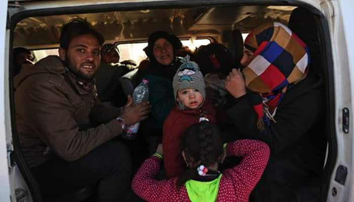 Syrians flee to Turkish border in thousands as Aleppo assault intensifies
