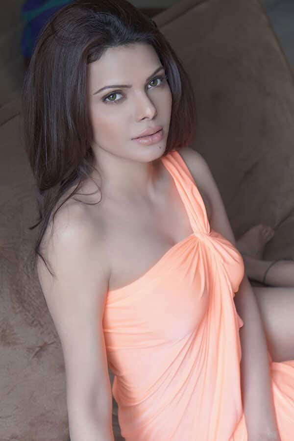 SHERLYN CHOPRA :- I love the person I've become because I fought to become her.. #Passion #Purpose #Peace. -twitter