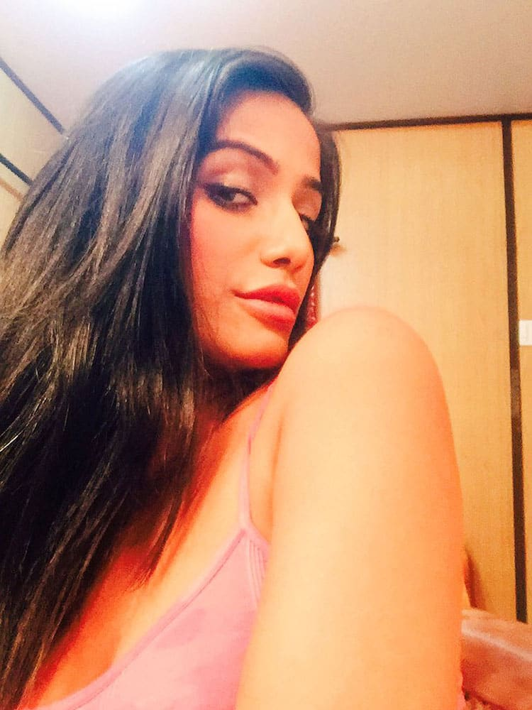 Poonam Pandey :- Time for some #SexySunday ;) -twitter