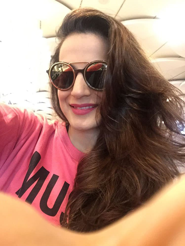 ameesha patel :- On my way to Gwalior today.. Flight delays... So time to shop around n get some breakfast.. -twitter