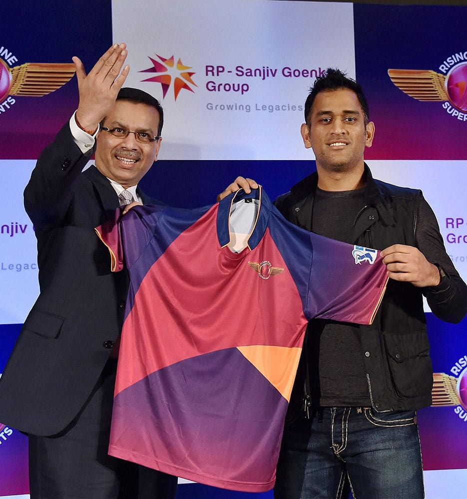 Owner Sanjiv Goenka, Chairman, RP-Sanjiv Goenka Group and captain M S Dhoni of Rising Pune Supergiants team unveiling the official team jersey for IPL Season 9 in New Delhi.