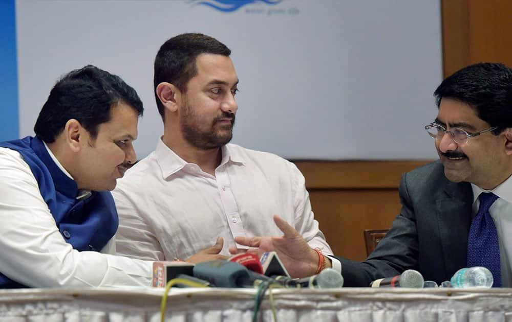 Maharashtra CM Devendra Fadnavis, Bollywood actor Aamir Khan and industrialist Kumar Mangalam Birla during the announcement of Paani Foundation in Mumbai.