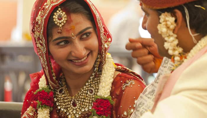 Why married women in India apply sindoor – Here are the reasons