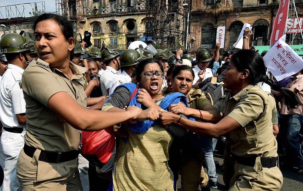 Police detain SFI activists who were holding a protest march near Governor House in Kolkata on Saturday to against alleged TMC attack on them at different Universities in the West Bengal state.