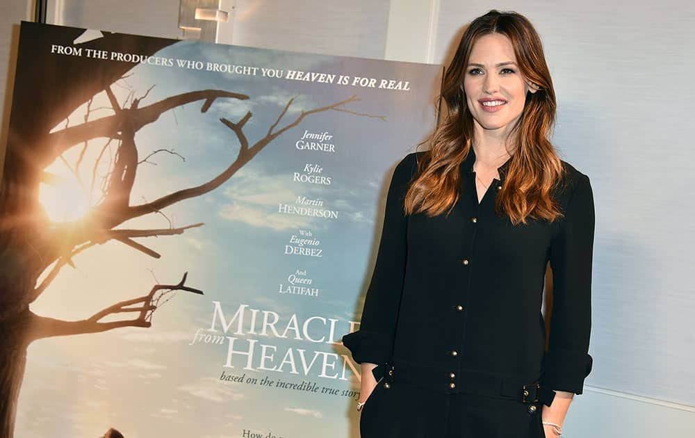 Jennifer Garner attends the 'Miracles from Heaven' photo call at The London hotel, in West Hollywood, Calif.