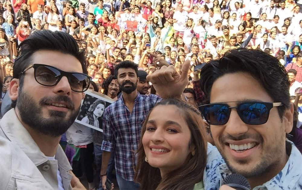 KAPOOR and girl on a roll!! #KapoorAndSons #ahmedabad Twitter@karanjohar