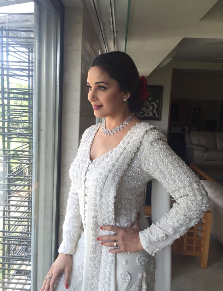 Madhuri Dixit-Nene :- On my way to inaugurate @PNGJewellers brand new store at Borivali! -twitter