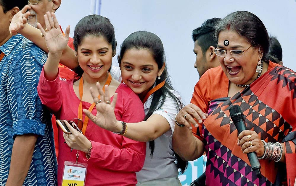 Tollywood actress and member of West Bengal Women Commission June Maliah, actress Payel Sarkar and eminent singer Usha Utthup encourage the runners during Kolkata Marathon.