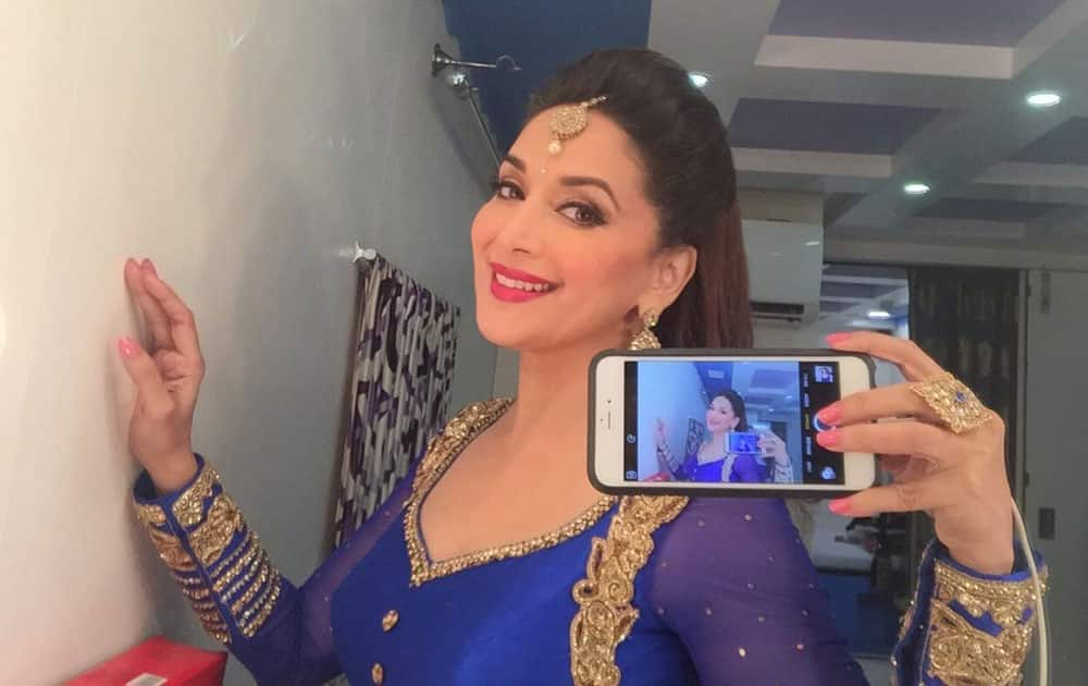 Madhuri Dixit-Nene :- Just finished my performance on stage. Hope u like it. Here is a selfie just for you -twitter