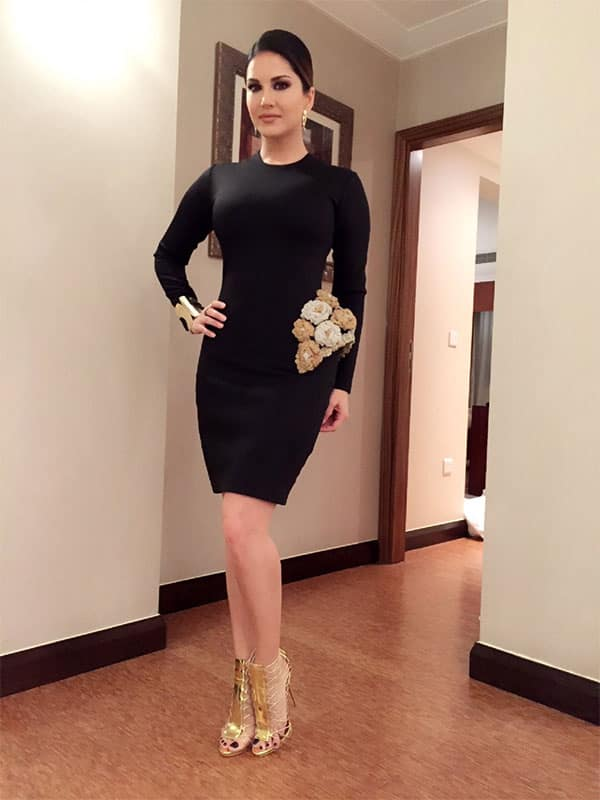 Thanks @KASHMIRAA1 for this awesome dress! Styled by @hitendra1480 Twitter@SunnyLeone