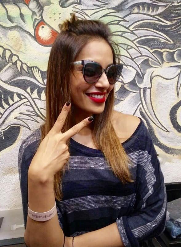Here is my new fashion accessory to support Team India. Have you uploaded selfie using #WT20SelfieExpert yet? Do it! Twitter@bipsluvurself