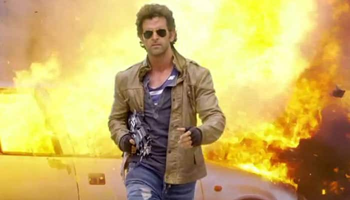 Did Hrithik Roshan really snatch the photographer's camera? Find out