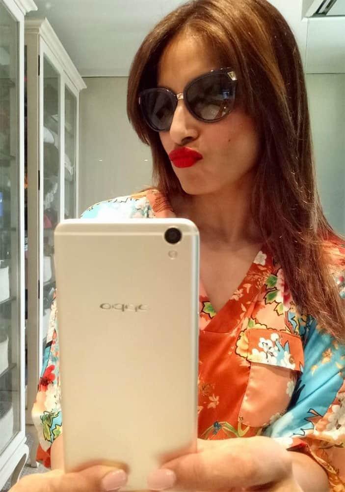 Bipasha Basu :- New #SelfieExpert #OPPOF1Plus has made me a Selfie Addict.U hve 2 try it! -twitter