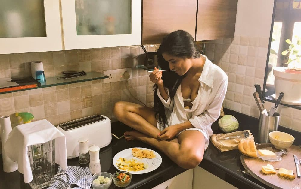 Poonam Pandey :- Lunch time !! -twitter
