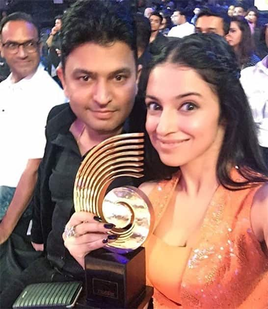 #SanamRe won the most downloaded/Streamlined song of the year at @thegimas last night This award belongs to you. Twitter@iamDivyaKhosla
