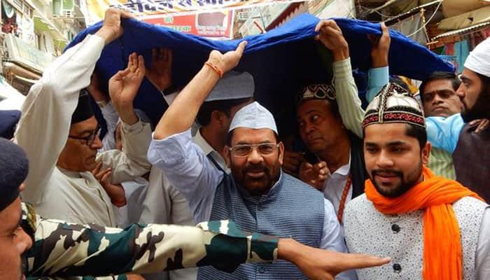 Naqvi offers chadar at Ajmer Sharif on PM Modi's behalf, prays for Kerala temple fire victims