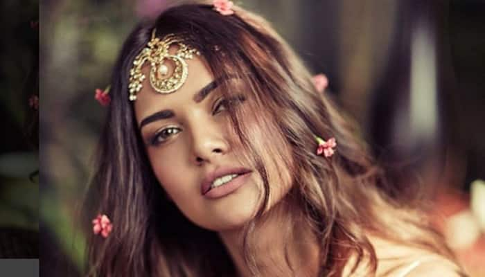 Esha Gupta is STILL SINGLE! Check out how the actress fooled everyone