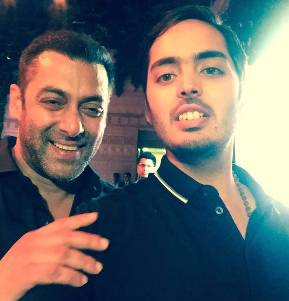Salman Khan :- So happy to see Anant Ambani,lots of respect n sooo happy fr him.Takes a lot of willpower to loose 108kgs in 18mnths -twitter