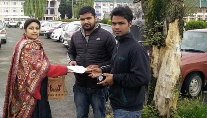 NIT Srinagar: Smriti Irani's former aide Shilpi Tewari meets students, gifts Tricolour to them; Twitterati hail her!