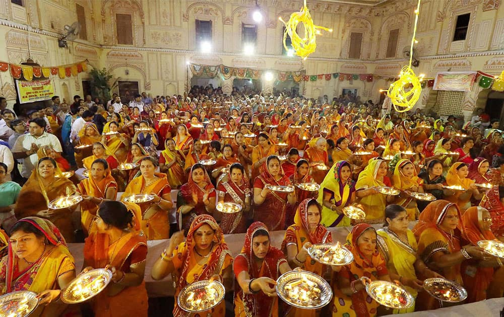 Women devotees participate in Mahaarti at Ramchandra Ji temple on the occasion of Ramnavami in Jaipur.