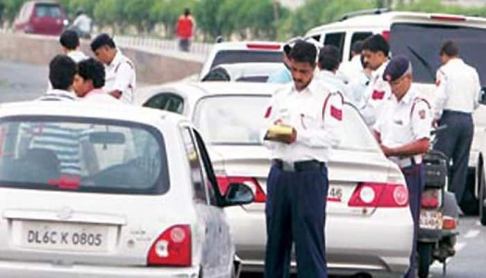 Delhi Traffic cops sexually assault a man after he refused to pay bribe, 3 arrested