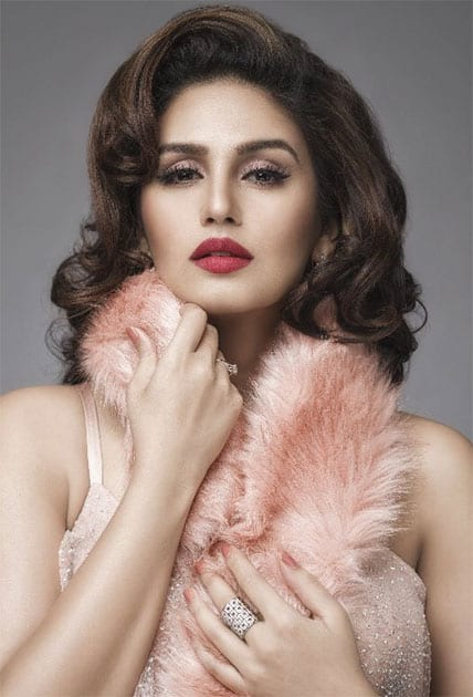 Sharing an image .. shoot with #AbhaySingh makeup and hair @shaanmuofficial ... a la Ms. Monroe Twitter@humasqureshi