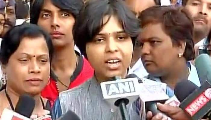 Trupti Desai unfazed by Shiv Sena leader's `slippers threat`, says will enter Haji Ali Dargah on April 28