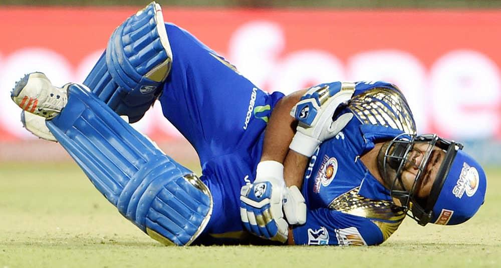 MUMBAI INDIANS ROHIT SHARMA FALLS WHILE TAKING RUN AGAINST DELHI DAREDEVILS DURING THEIR IPL T20 MATCH IN NEW DELHI.