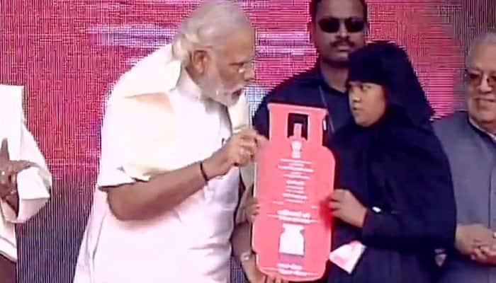 PM Narendra Modi launches 'Pradhan Mantri Ujjwala Yojana' on Labour Day, calls himself no. 1 labourer of India