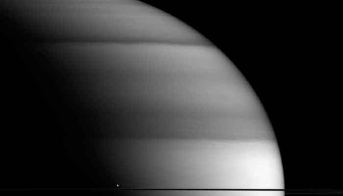 The dew drop of Saturn – See pic!