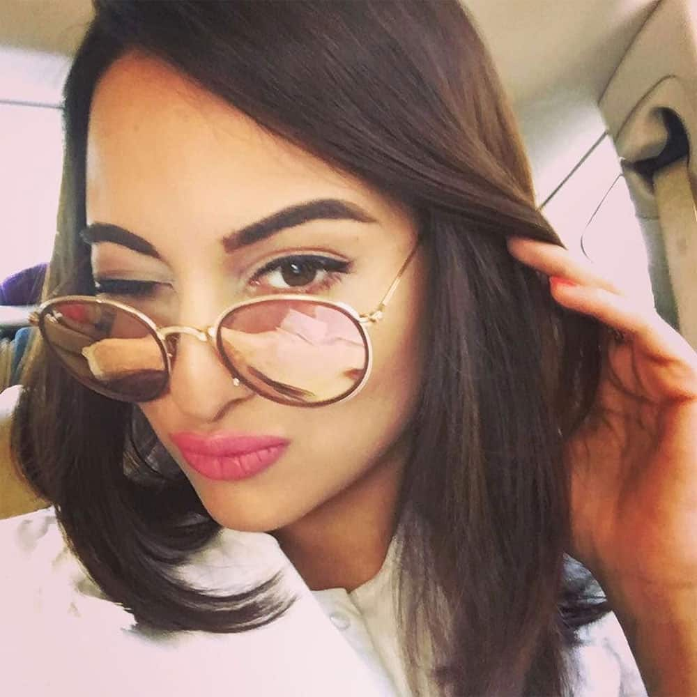 ELLE India :- Heading over to the #ELLECarnival! But first, let me take a selfie. - @aslisona #InstaTake…  -twitter