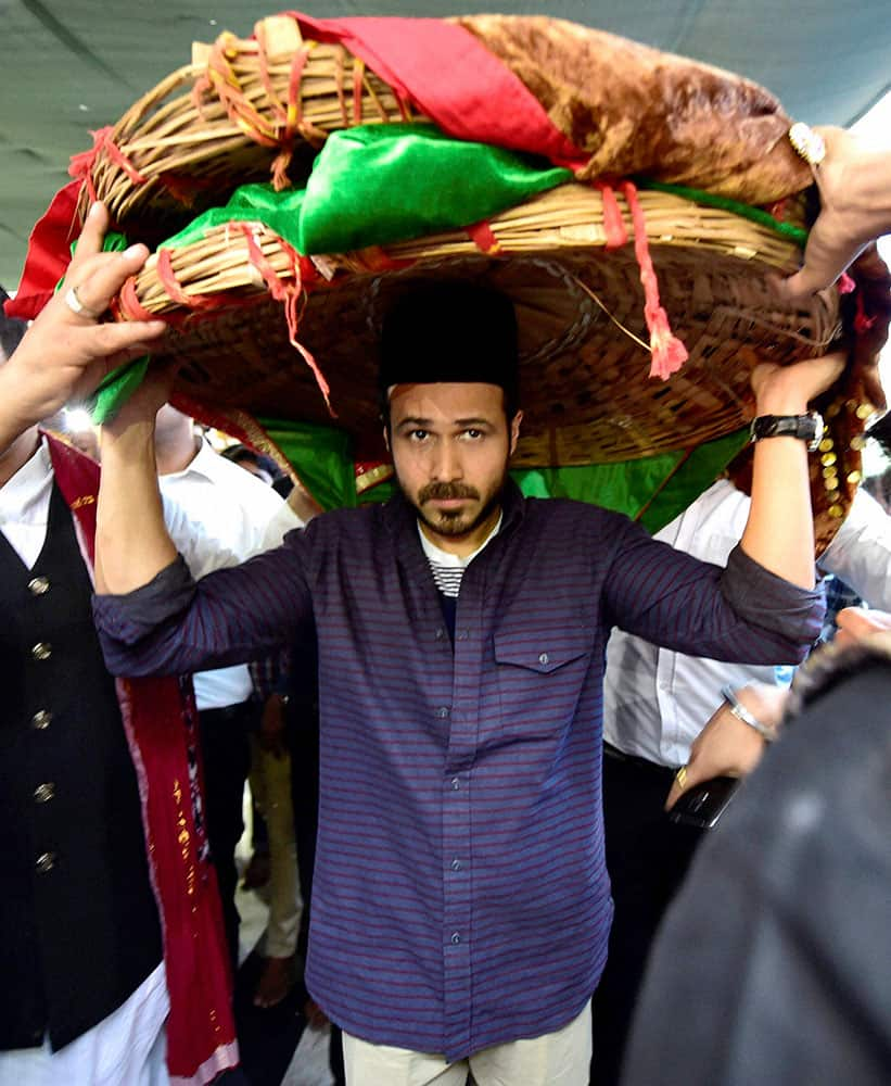 Actor Imran Hashmi arrives to offer chadar at Nizamuddin Dargah for the success of his upcoming film Azhar in New Delhi.
