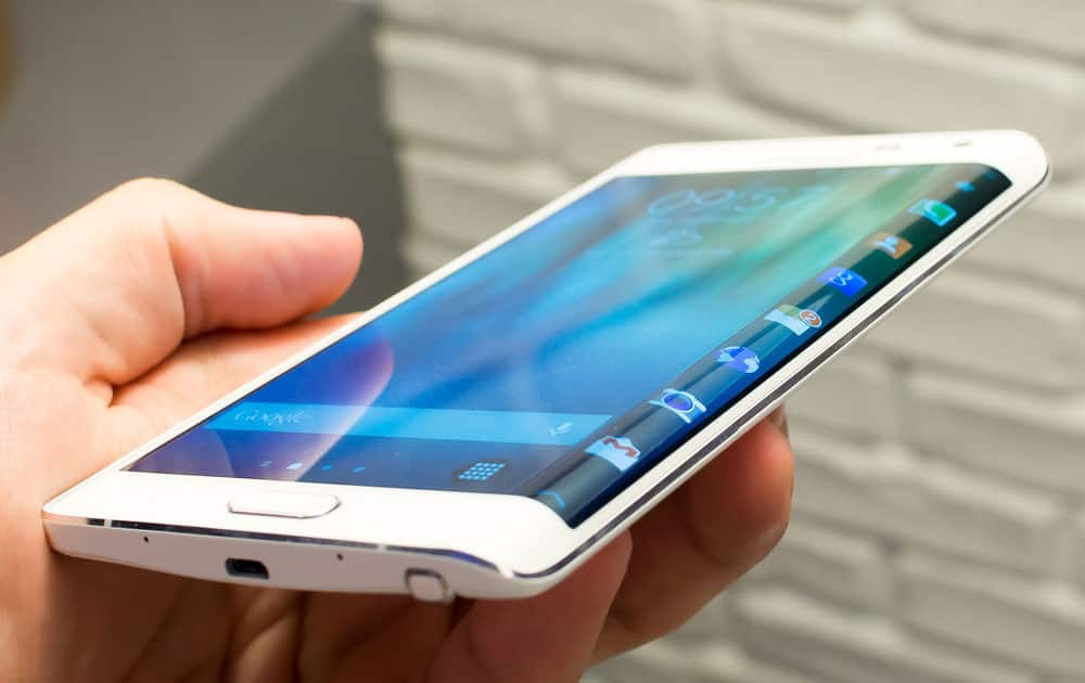 3) The Galaxy Note Edge is the second curved screen device from Samsung after the Galaxy Round.