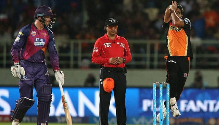IPL 2016: Hyderabad defend 137 to go top with 4-run win; Pune virtually out