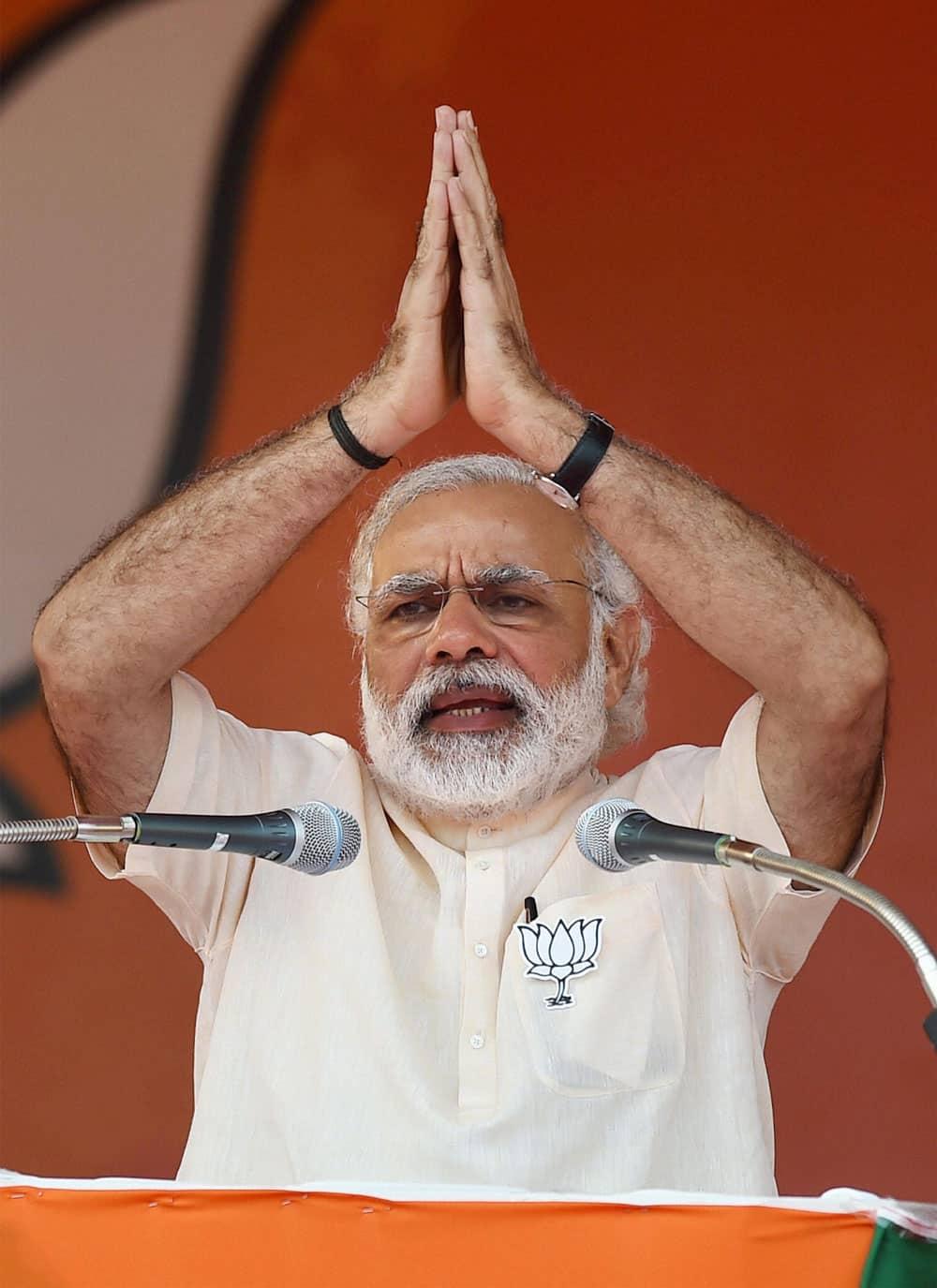 Prime Minister Narendra Modi at an election rally at Thethakudi in Nagappatinam district in Tamil Nadu.