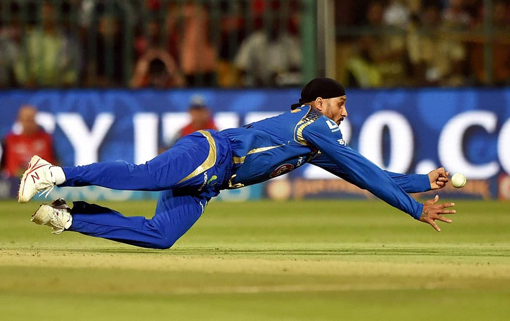 Mumbai Indians bowler Harbhajan Singh drops the catch of AB De Villiers during IPL 2016 match against Royal Challengers Bangalore at Chinnaswamy stadium in Bengaluru.