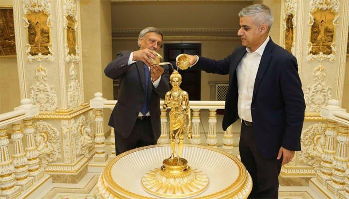 London's Muslim Mayor visits Hindu temple, performs 'Jalabhishek' on Shri Swaminarayan's idol – See pics