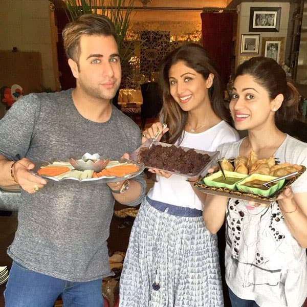 Ready to dive in #fudgecake Sunday #binge- twitter@ShamitaShetty