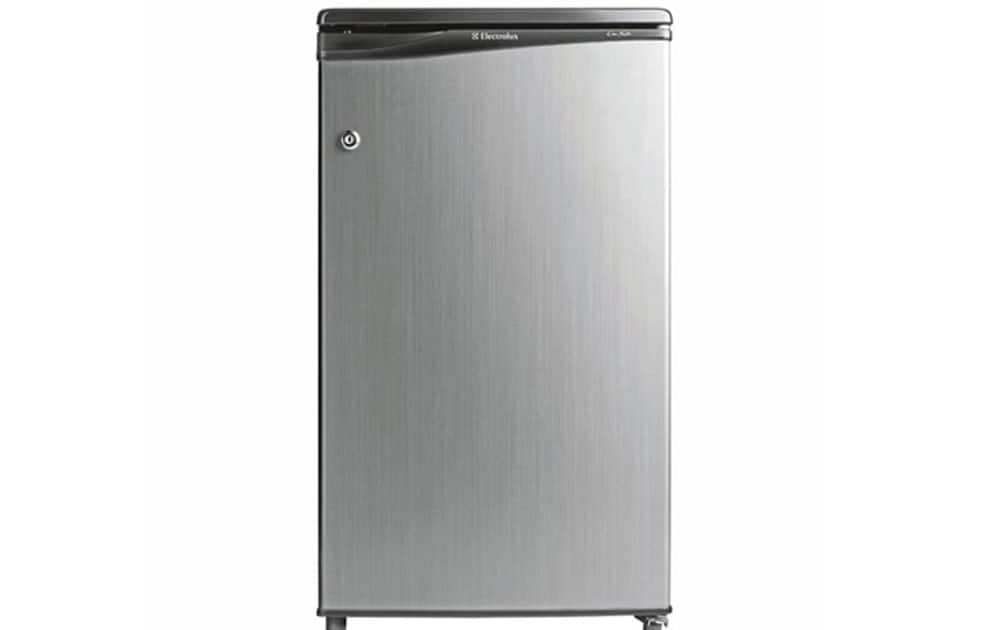 Electrolux ECL093SH Single Door Direct Cool 80 Litre priced at Rs 9,170 (Snapdeal). It comes with 80ltr capacity, 437 x 460 x 777 mm dimension, Direct Cool technology.