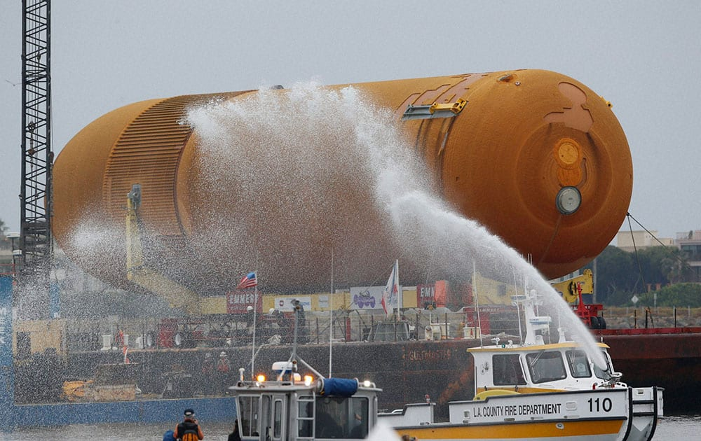 The space shuttle external propellant tank ET- 94, arrives aboard a barge at Marina del Rey, Calif.