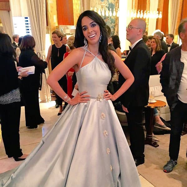 Minutes before the red carpet ! #Cannes2016 - Twitter@mallikasherawat