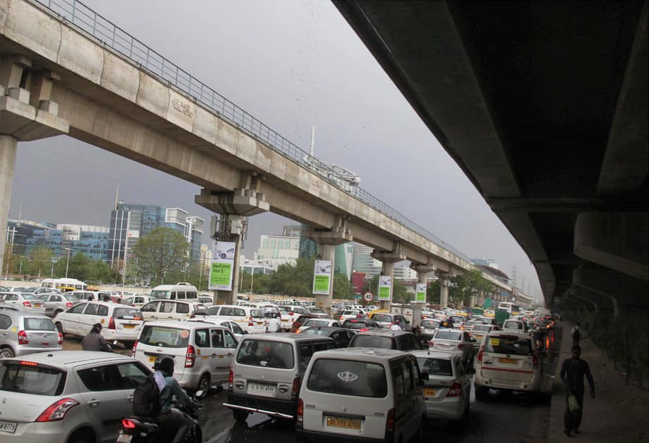 A view of traffic jam in Gurgaon due to the hail-storm.