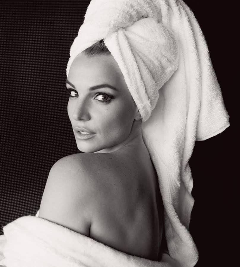 V Magazine @vmagazine  :- For #TowelDay we look to @MarioTestino's towel series with @BritneySpears and more: http://trib.al/mIIUQuF -twitter