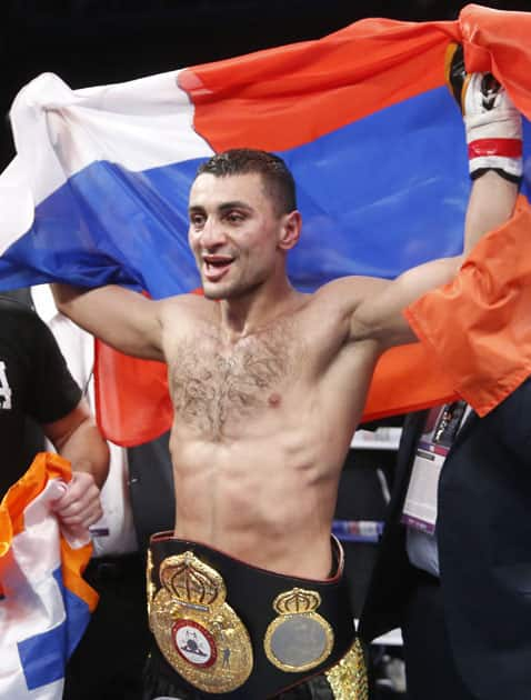 David Avanesyan celebrates after defeating Shane Mosley by an unanimous decision for the WBA interim welterweight boxing title in Glendale, Ariz.
