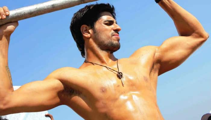Sidharth Malhotra is spilling hotness all over this summer! - Pic inside
