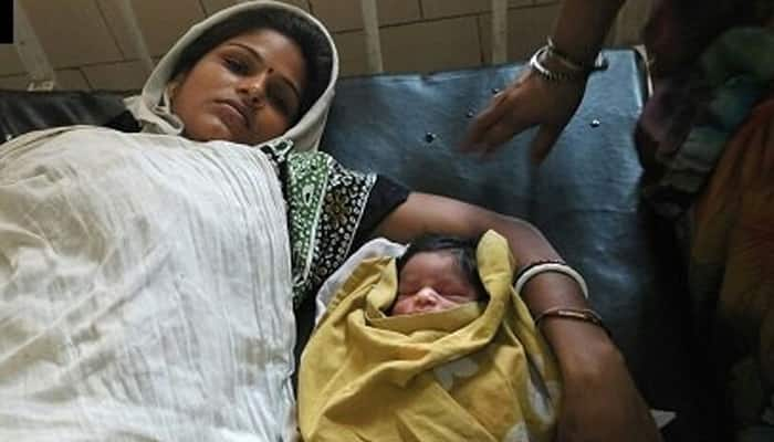 Woman delivers in Delhi Police PCR van, both mother and child safe