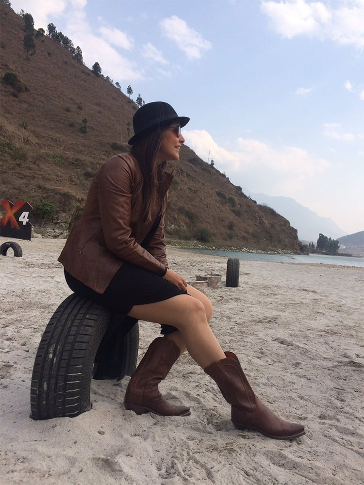 Neha Dhupia ‏@NehaDhupia  :- Tonight's going to be a blast from the past.. Tune into @MTVIndia for @MTVRoadies at 7pm n u ll know Wat I mean -twitter