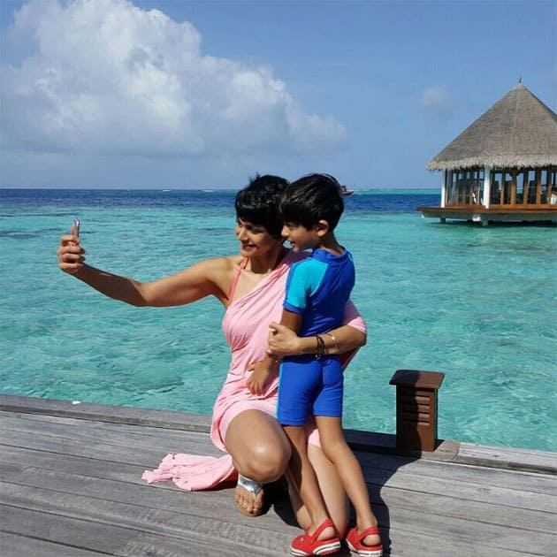 Selfie-time any where, any time at the beautiful @hideaway_beach #maldives #saltbymandira #nofilter- twitter@mandybedi