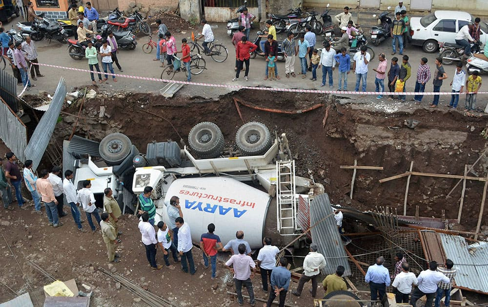 A cement mixer truck overturns at a construction site in Karad, Maharashtra