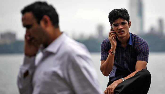 Call drops: Telecom secretary to meet CEOs of mobile service providers today